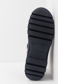 Tommy Hilfiger - CORPORATE OUTDOOR BOOT - Botines con cordones - blue - 4