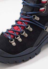 Tommy Hilfiger - CORPORATE OUTDOOR BOOT - Botines con cordones - blue - 5