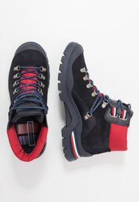 Tommy Hilfiger - CORPORATE OUTDOOR BOOT - Botines con cordones - blue - 1