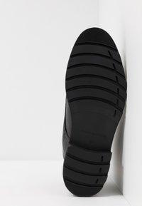 Tommy Hilfiger - BOOT - Šněrovací kotníkové boty - black - 4