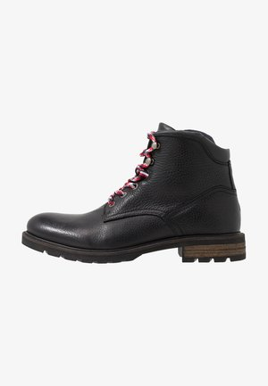 BOOT - Bottines à lacets - black