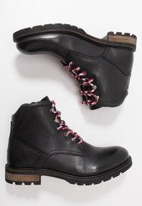 Tommy Hilfiger - BOOT - Šněrovací kotníkové boty - black - 1
