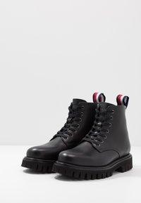 Tommy Hilfiger - CHUNKY DRESS BOOT - Nauhalliset nilkkurit - black - 2
