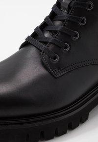 Tommy Hilfiger - CHUNKY DRESS BOOT - Nauhalliset nilkkurit - black - 5