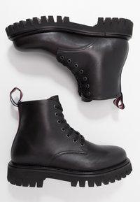 Tommy Hilfiger - CHUNKY DRESS BOOT - Nauhalliset nilkkurit - black - 1