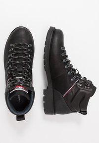 Tommy Hilfiger - Šněrovací kotníkové boty - black - 1