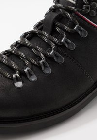 Tommy Hilfiger - Lace-up ankle boots - black - 5