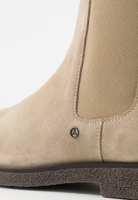 Tommy Hilfiger - TOMMY X MERCEDES-BENZ CHELSEA BOOT - Classic ankle boots - beige - 5
