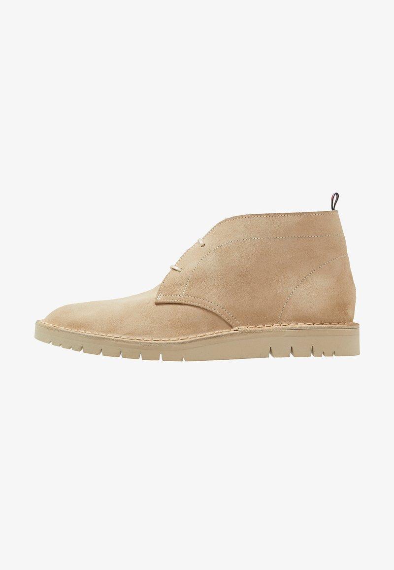 Tommy Hilfiger - DESERT BOOT - Volnočasové šněrovací boty - beige