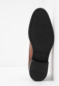 Tommy Hilfiger - CORE LACE UP SHOE - Elegantní šněrovací boty - brown - 4