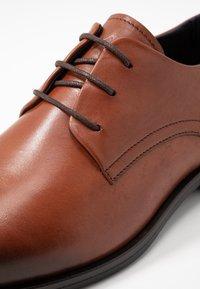 Tommy Hilfiger - CORE LACE UP SHOE - Elegantní šněrovací boty - brown - 5