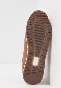 Tommy Hilfiger - PREMIUM RUNNER - Chaussures à lacets - brown - 4