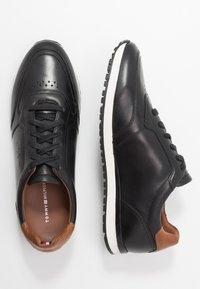 Tommy Hilfiger - PREMIUM RUNNER - Zapatos con cordones - black - 1