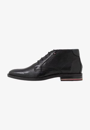 SIGNATURE BOOT - Schnürer - black