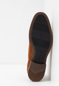 Tommy Hilfiger - TOMMY X MERCEDES-BENZ CASUAL LACE SHOE - Lace-ups - brown - 4