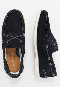 Tommy Hilfiger - CLASSIC - Chaussures bateau - blue - 1