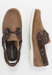 Tommy Hilfiger - CLASSIC - Chaussures bateau - brown - 1