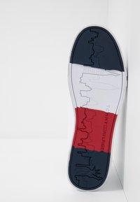 Tommy Hilfiger - FLAG DETAIL - Vysoké tenisky - white - 4