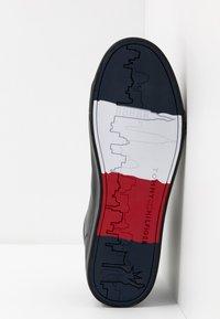 Tommy Hilfiger - FLAG DETAIL - Sneakers high - black - 4