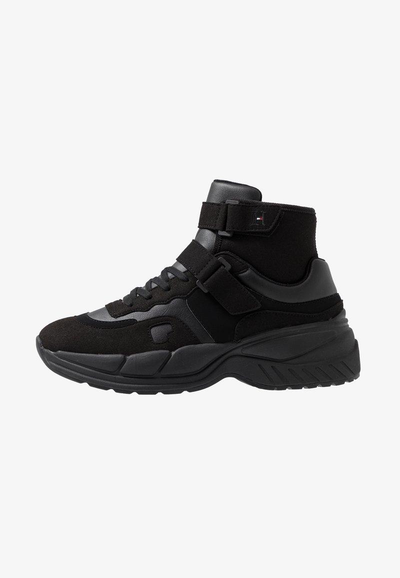 Tommy Hilfiger - LEWIS HAMILTON VARSITY CHUNKY MID SNEAKER - Sneakersy wysokie - black
