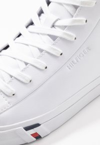 Tommy Hilfiger - CORPORATE - High-top trainers - white - 5