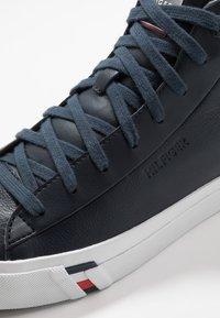 Tommy Hilfiger - CORPORATE - Baskets montantes - blue - 5