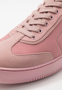 Tommy Hilfiger - LEWIS HAMILTON MODERN HIGH TOP SNEAKER - Baskets montantes - pink - 2