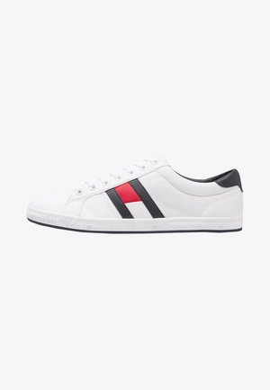 ESSENTIAL FLAG DETAIL - Sneaker low - white