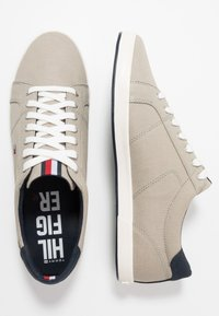 Tommy Hilfiger - ICONIC LONG LACE - Sneakersy niskie - beige - 1