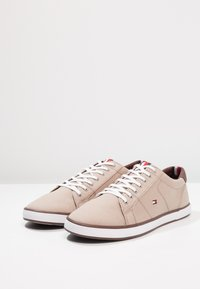 Tommy Hilfiger - ICONIC LONG LACE - Sneakersy niskie - cobblestone - 2