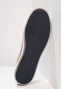 Tommy Hilfiger - ICONIC LONG LACE - Sneakersy niskie - cobblestone - 4
