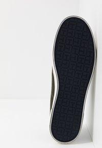 Tommy Hilfiger - ICONIC LONG LACE - Sneakersy niskie - khaki - 4