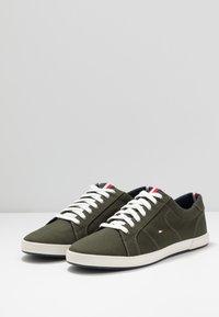 Tommy Hilfiger - ICONIC LONG LACE - Sneakersy niskie - khaki - 2