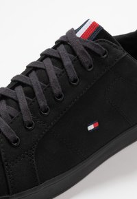 Tommy Hilfiger - ICONIC LONG LACE - Sneakersy niskie - black - 5