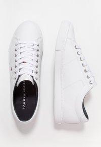 Tommy Hilfiger - ESSENTIAL - Sneakersy niskie - white - 1