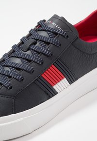 Tommy Hilfiger - FLAG DETAIL - Sneakers basse - midnight - 5