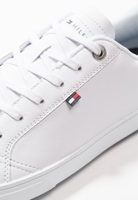 Tommy Hilfiger - ESSENTIAL CUPSOLE - Baskets basses - white - 7