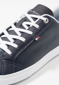 Tommy Hilfiger - ESSENTIAL CUPSOLE - Baskets basses - blue - 6