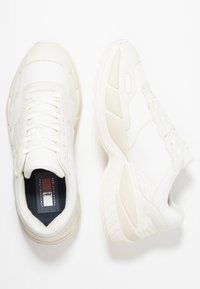Tommy Hilfiger - LEWIS HAMILTON CHUNKY  - Sneakers laag - white - 1