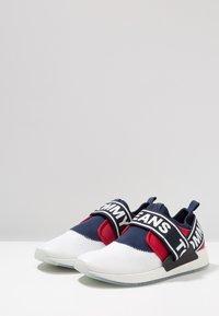 Tommy Jeans - FLEXI - Loaferit/pistokkaat - red - 2