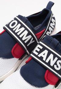 Tommy Jeans - FLEXI - Loaferit/pistokkaat - red - 5