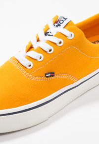 Tommy Jeans - CLASSIC - Baskets basses - yellow - 5