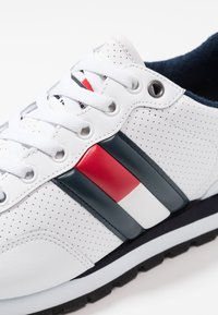 Tommy Jeans - LIFESTYLE - Sneakers laag - white - 6