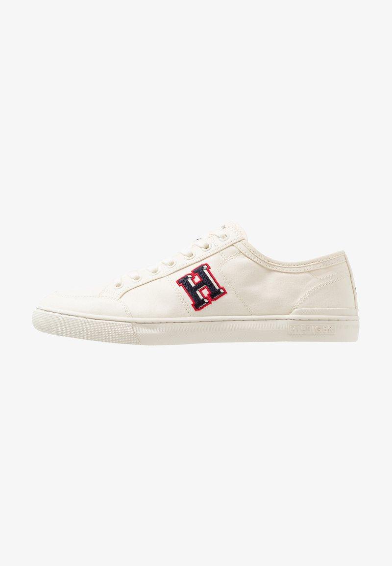 Tommy Hilfiger - CORE CORPORATE SEASONAL - Sneakersy niskie - white