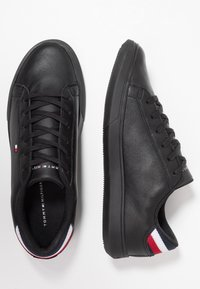 Tommy Hilfiger - ESSENTIAL DETAIL CUPSOLE - Matalavartiset tennarit - black - 1
