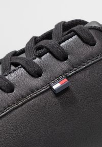 Tommy Hilfiger - ESSENTIAL DETAIL CUPSOLE - Matalavartiset tennarit - black - 5