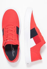 Tommy Hilfiger - LIGHTWEIGHT FLAG - Sneakers - red - 1