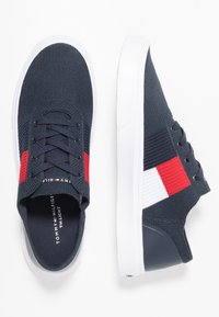 Tommy Hilfiger - LIGHTWEIGHT FLAG - Sneakers laag - blue - 1