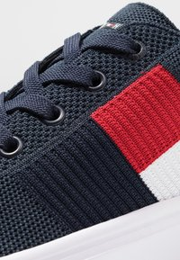 Tommy Hilfiger - LIGHTWEIGHT FLAG - Sneakers laag - blue - 5