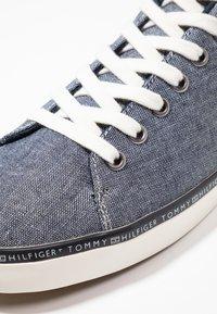 Tommy Hilfiger - ESSENTIAL  - Sneaker low - blue - 5